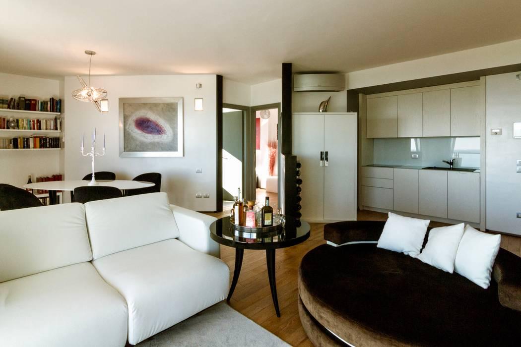 zona living: Sala da pranzo in stile  di VillaBio