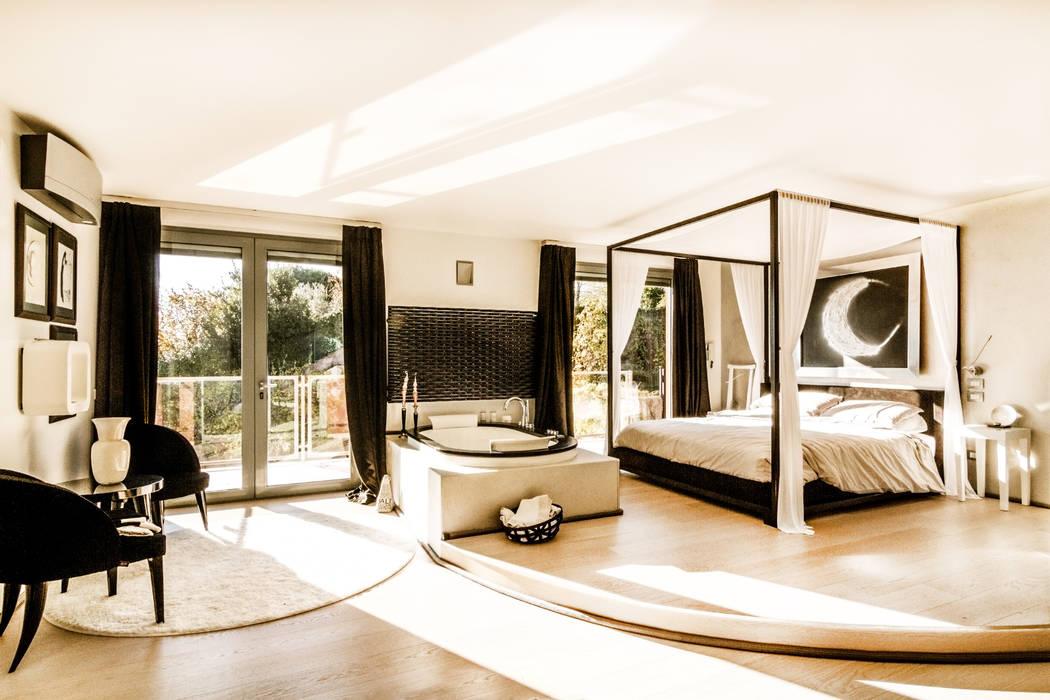 Zona notte con idromassaggio: Camera da letto in stile  di VillaBio