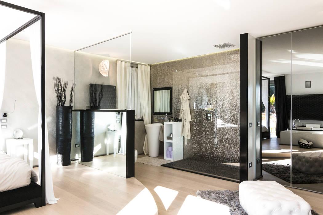 Bagno doccia: Bagno in stile in stile Minimalista di VillaBio