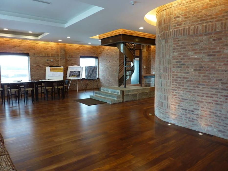 Koridor & Tangga Klasik Oleh Shine Star Flooring Klasik