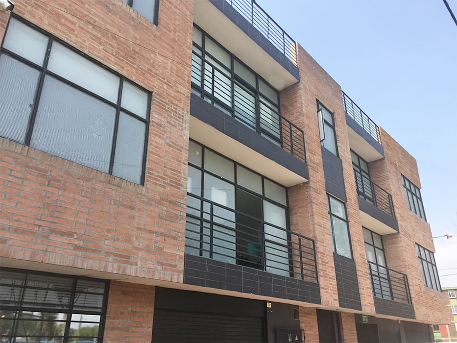 Mogaj diseño y construccion s.a.s. Multi-Family house Bricks Brown