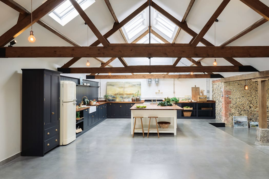 The Cattle Shed Kitchen, North Norfolk: country Kitchen by deVOL Kitchens