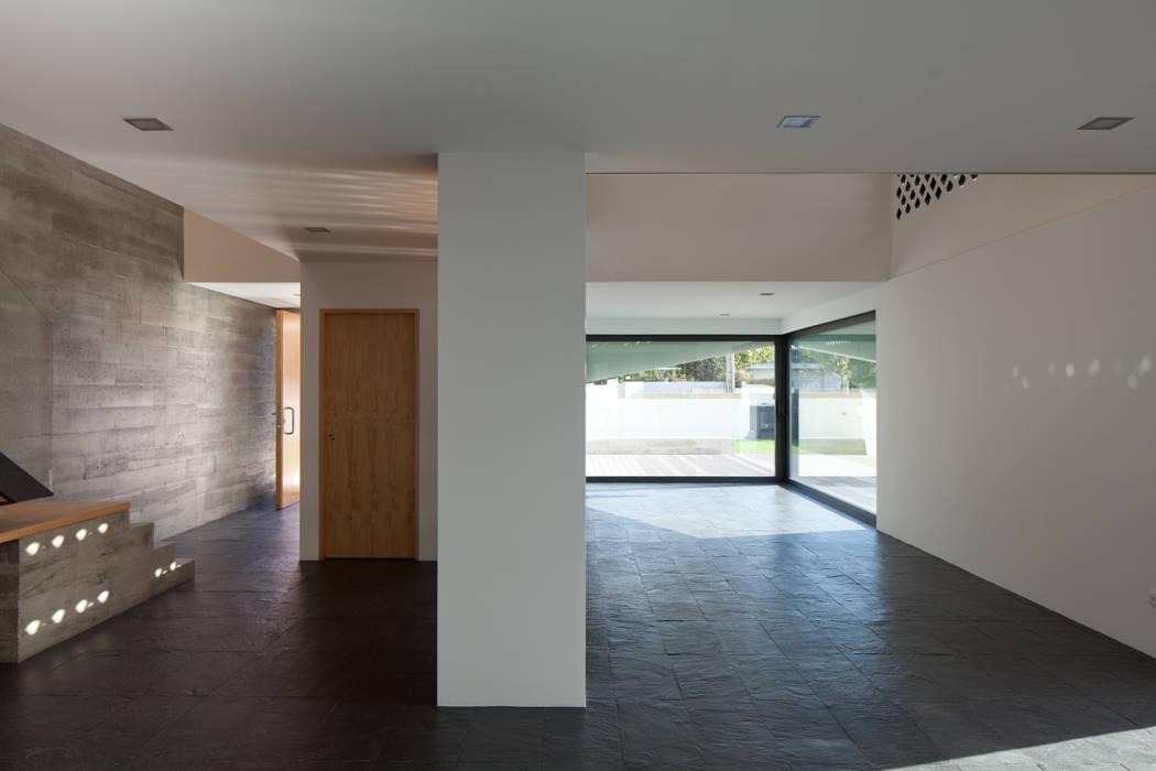 Casa em Miramar por e|348 arquitectura Minimalista