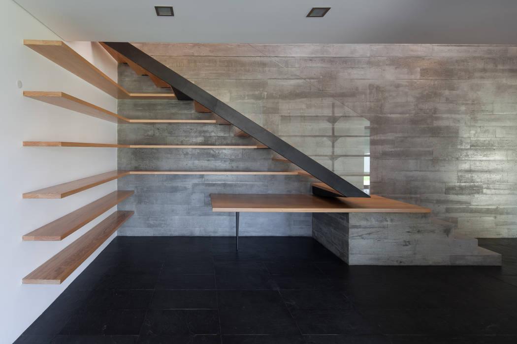 Casa em Miramar por e 348 arquitectura Minimalista