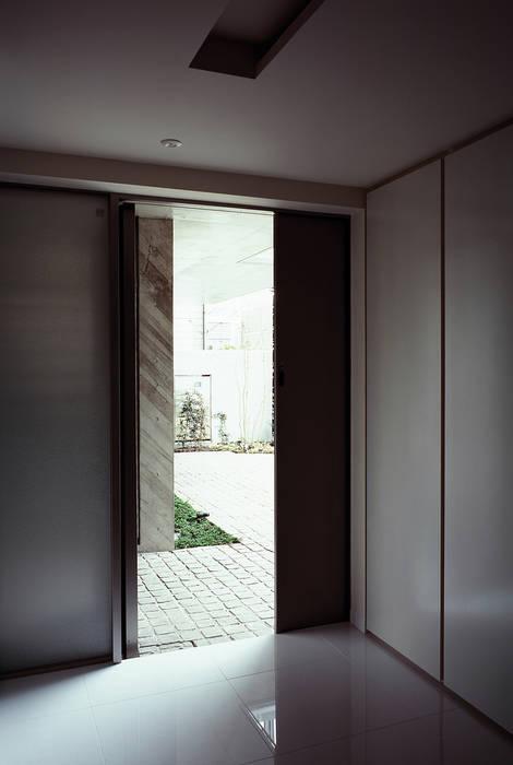 Modern style doors by JWA,Jun Watanabe & Associates Modern