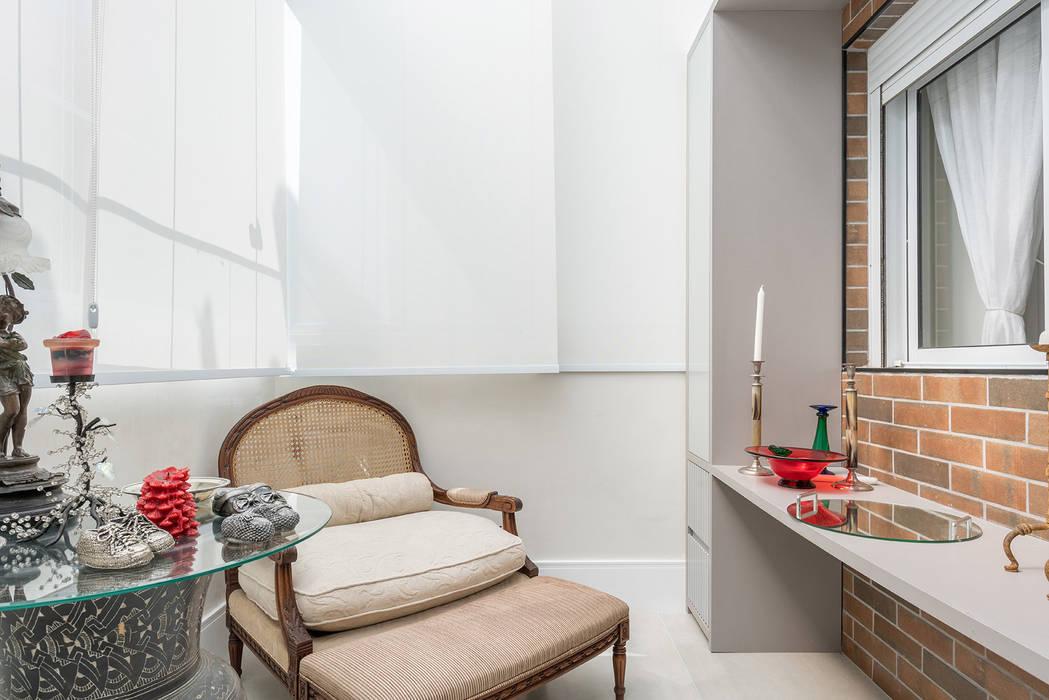 Studio Ideação Ruang Keluarga Klasik Batu Bata Grey