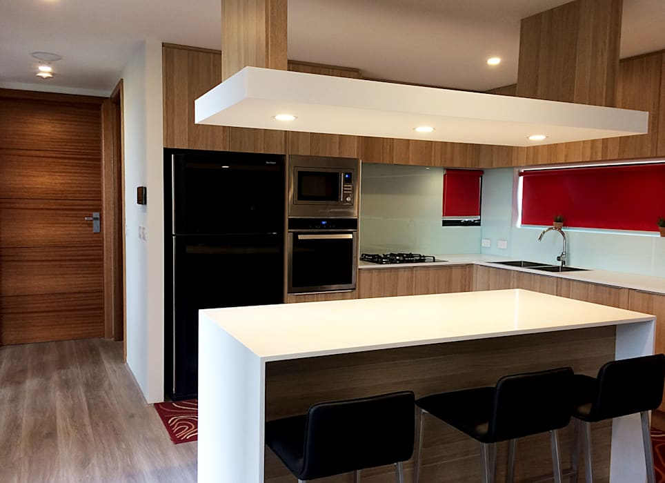 KV Residence:  Kitchen by MZH Design,