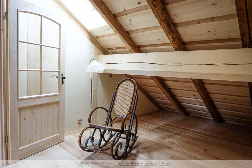Thisalo GmbH Dormitorios de estilo rural