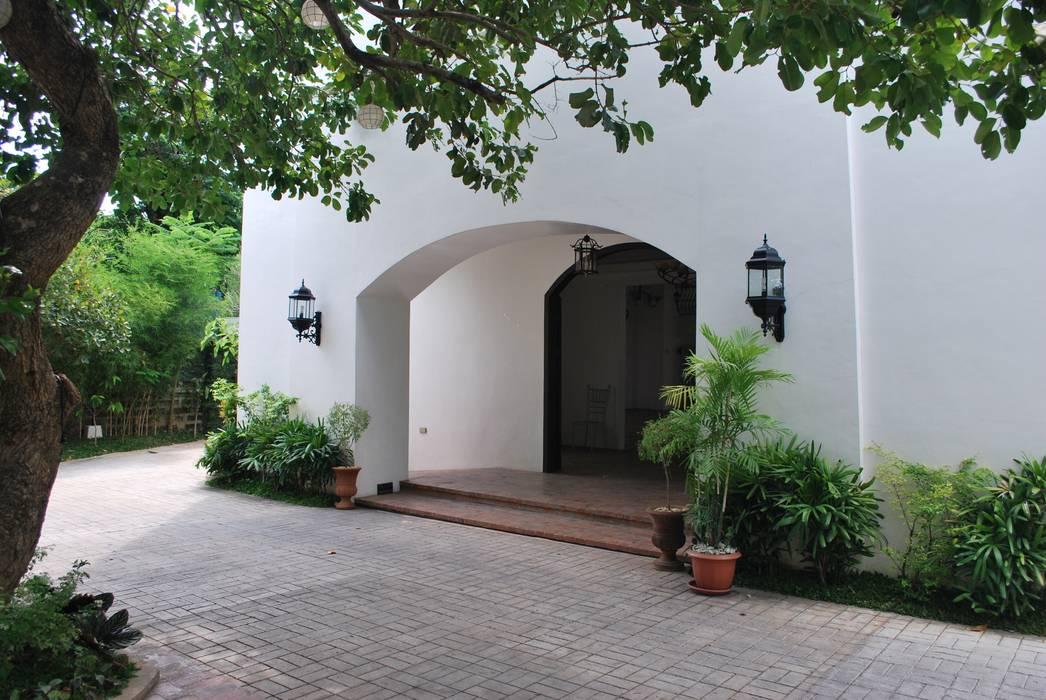 Portico de Busto Events Place:  Event venues by KDA Design + Architecture