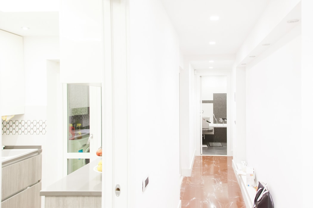 Modern Corridor, Hallway and Staircase by Arch. Della Santa Giorgio Modern
