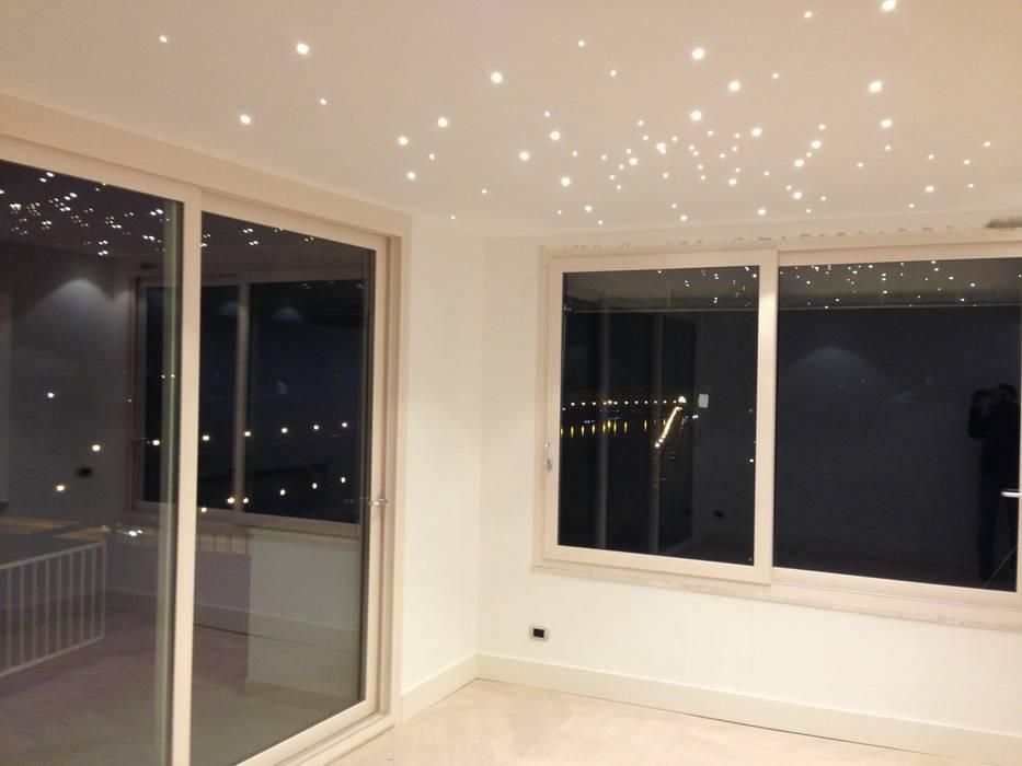 Chambre moderne par Arch. Della Santa Giorgio Moderne