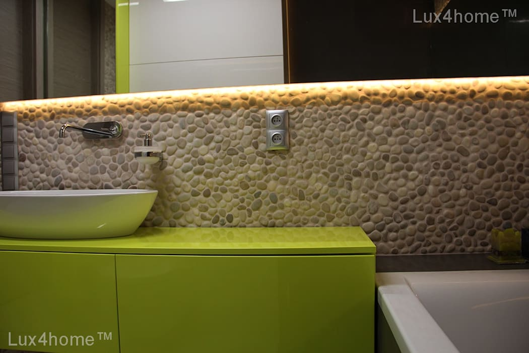 Pebble tile bathroom - Beige Pebble Tiles:  Floors by Lux4home™ Indonesia, Rustic
