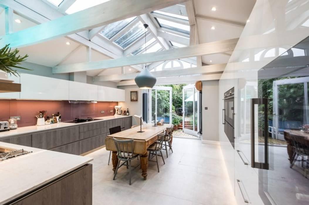 Balham Suzanne Tucker Interiors KitchenCabinets & shelves Grey