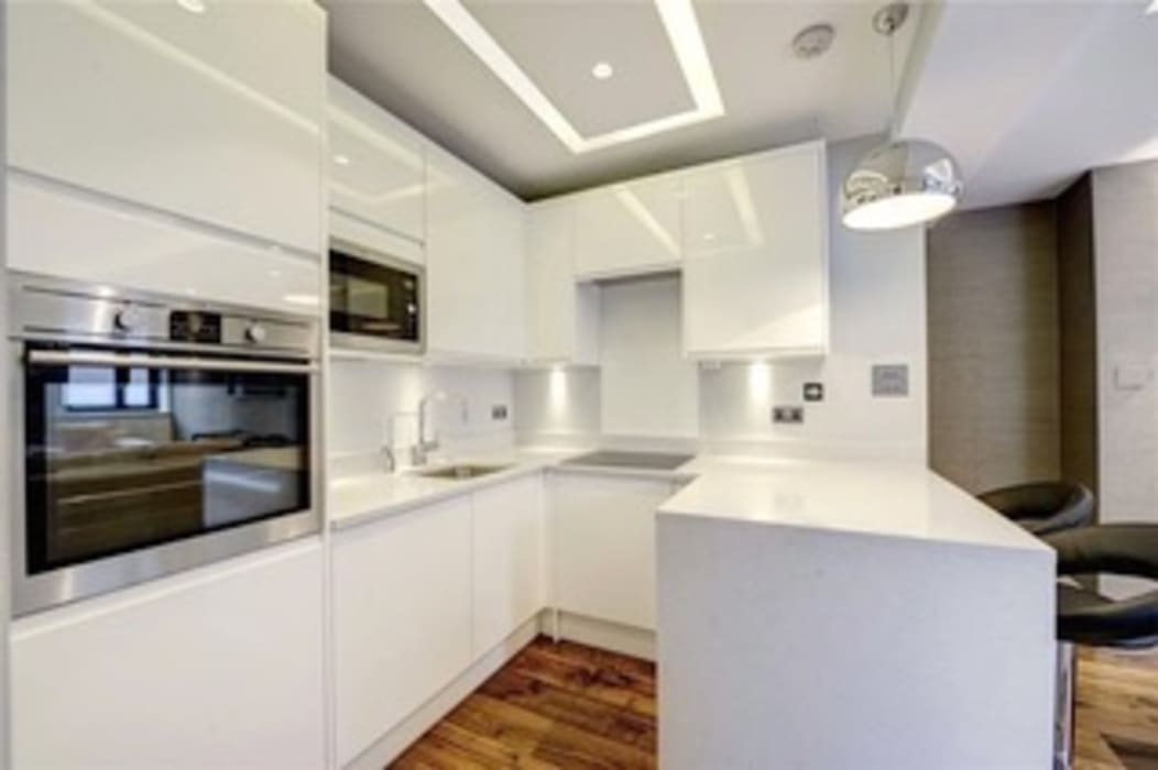 St James' central London Suzanne Tucker Interiors Built-in kitchens White