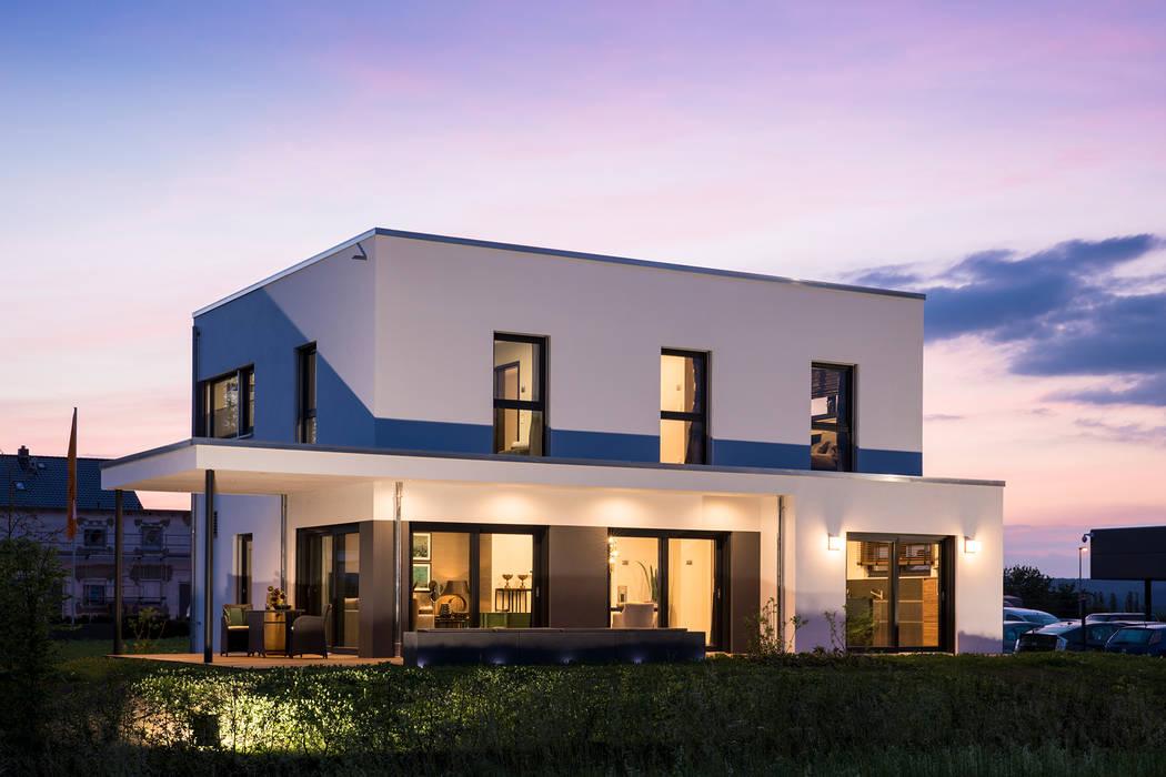 MAXIM - Ein hervorstechendes Merkmal ist die üppig bemessene Terrassenüberdachung von FingerHaus GmbH - Bauunternehmen in Frankenberg (Eder) Modern