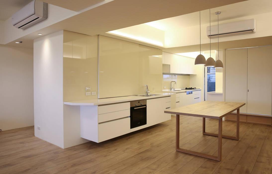 餐廳:  廚房 by 王采元工作室