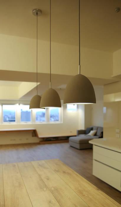 餐吊燈:  餐廳 by 王采元工作室