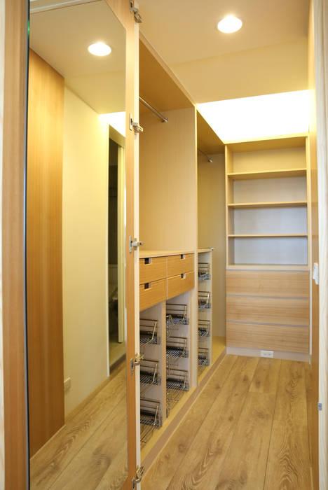 Phòng thay đồ phong cách hiện đại bởi 王采元工作室 Hiện đại