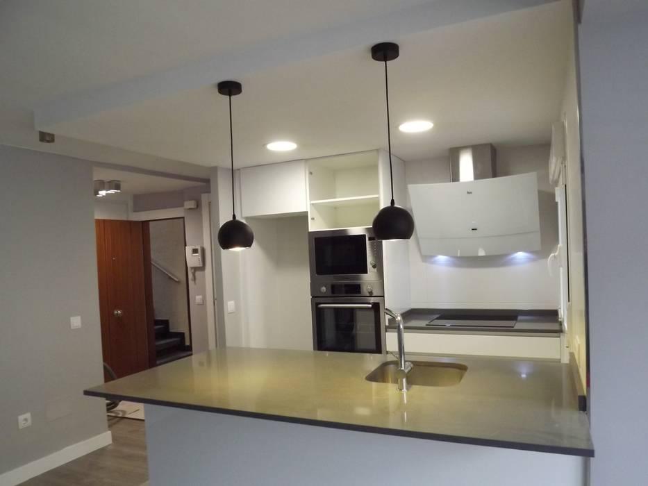 Cocina de Almudena Madrid Interiorismo, diseño y decoración de interiores Escandinavo