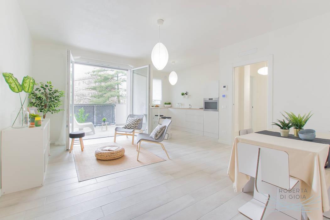 Valorizzazione immobiliare e servizio fotografico in appartamento in cantiere: Soggiorno in stile  di Home Staging & Dintorni