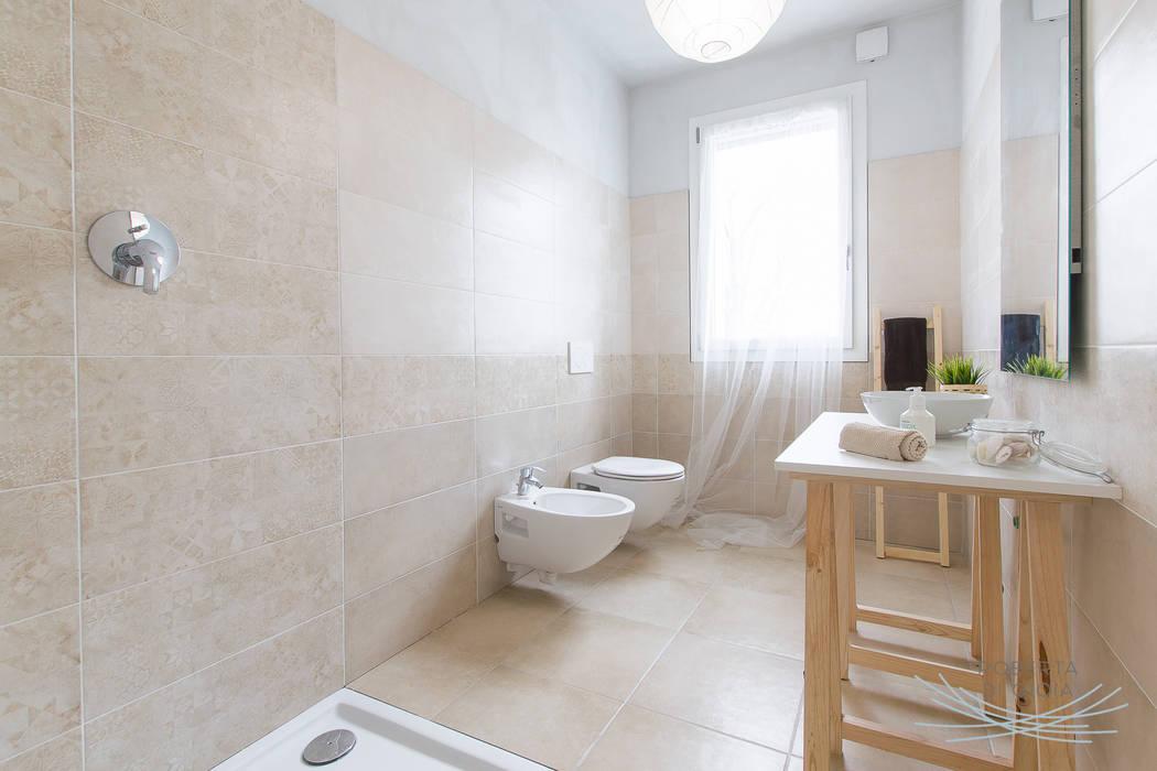 Valorizzazione immobiliare e servizio fotografico in appartamento in cantiere: Bagno in stile  di Home Staging & Dintorni