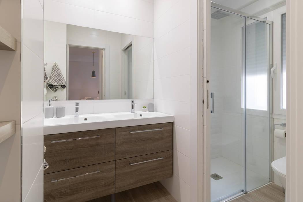 Baño: Baños de estilo  de Become a Home