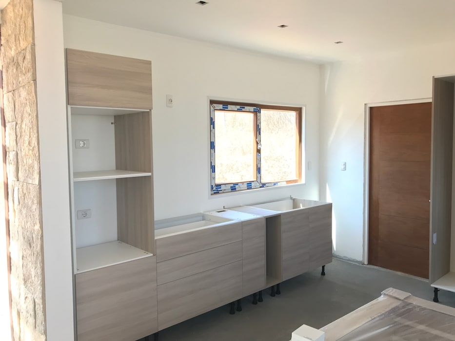 Proceso Terminaciones Vivienda Premium 115m2 Fundo Loreto. de Territorio Arquitectura y Construccion - La Serena Mediterráneo Compuestos de madera y plástico