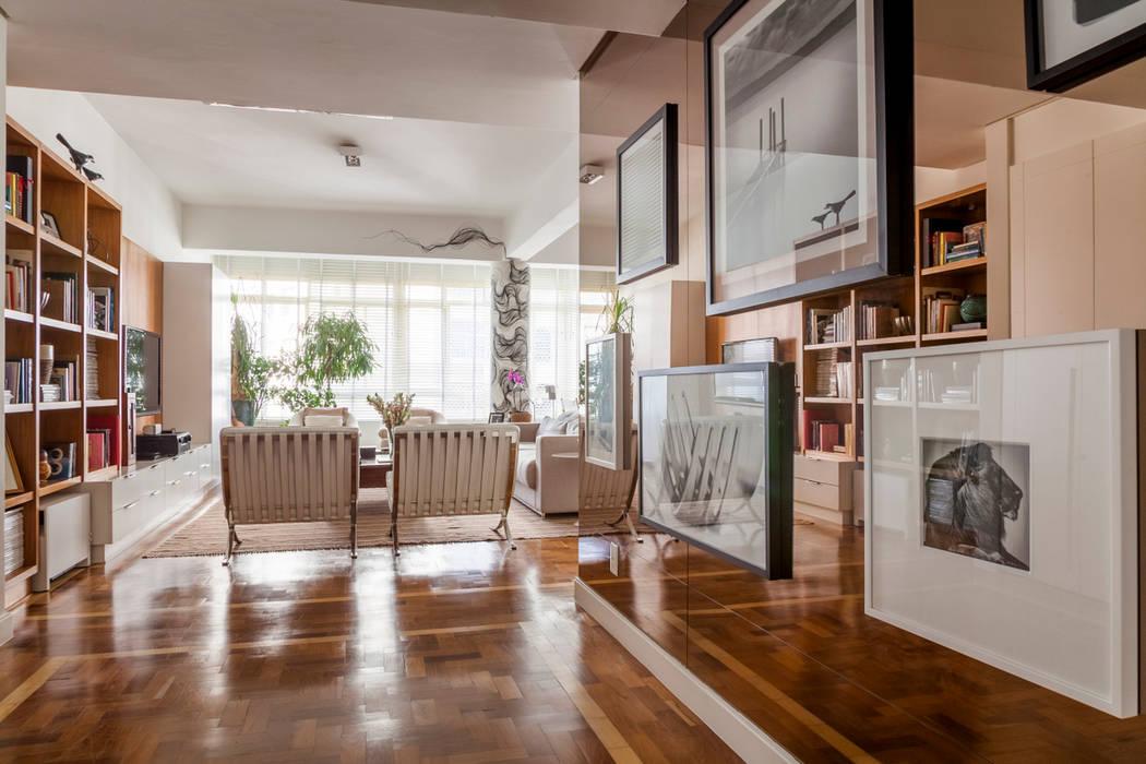 Apartamento Higienópolis Marcella Loeb Corredores, halls e escadas modernos