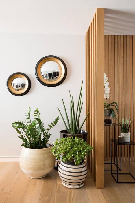Modern living room by Julie Chatelain Modern