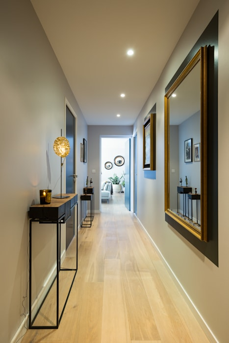 Julie Chatelain Pasillos, vestíbulos y escaleras de estilo moderno
