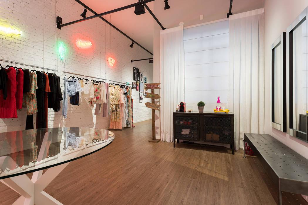 Euforia Fashion Studio Ideação Espaços comerciais modernos Madeira Efeito de madeira