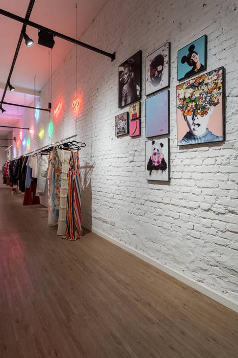 Euforia Fashion Studio Ideação Espaços comerciais modernos Tijolo Branco