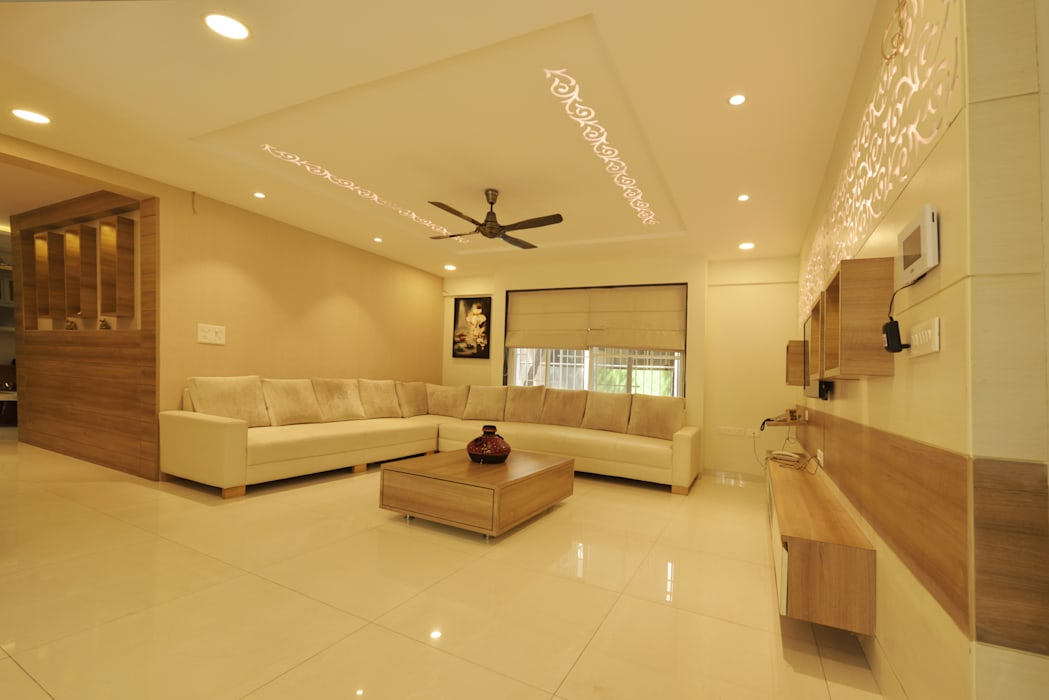 Mr. Shekhar Bedare's Residence:  Living room by GREEN HAT STUDIO PVT LTD,Modern Plywood