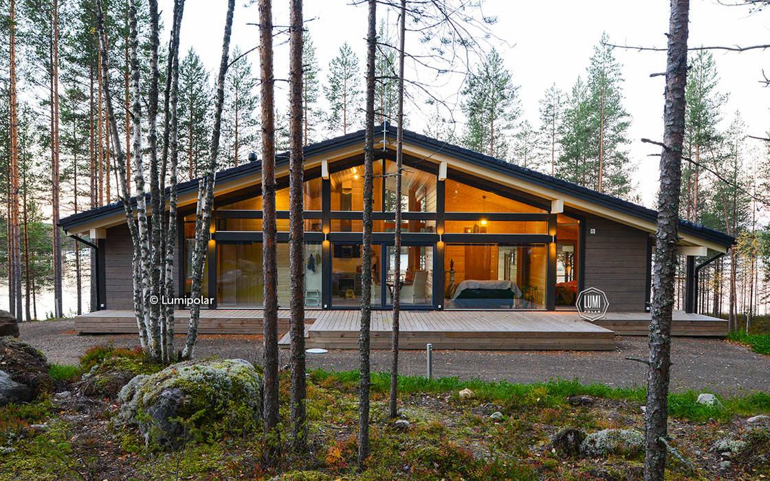 Главный фасад шале: Деревянные дома в . Автор – LUMI POLAR