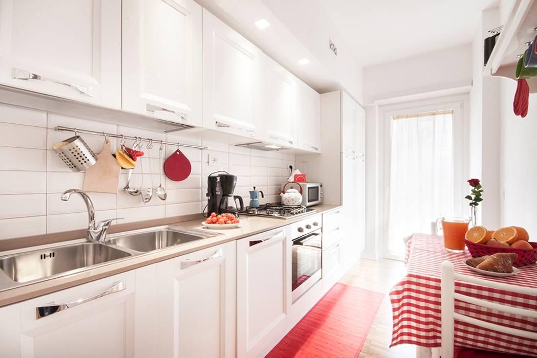 CASA VACANZA APPIO Cucina moderna di a2 Studio Borgia - Romagnolo architetti Moderno