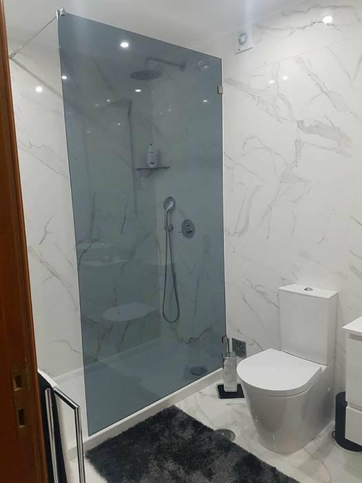 Banheiros modernos por MEA Interior Design Moderno