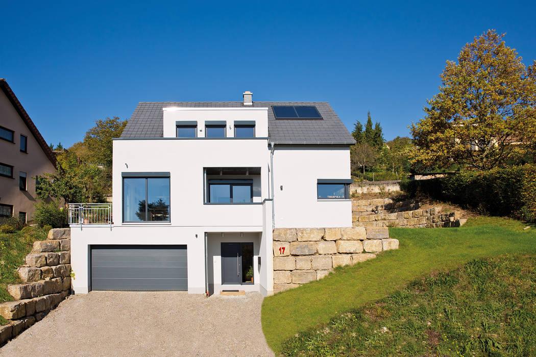 FACETTENREICHES WOHNEN - Ein Haus in Würfelform:  Fertighaus von FingerHaus GmbH - Bauunternehmen in Frankenberg (Eder)