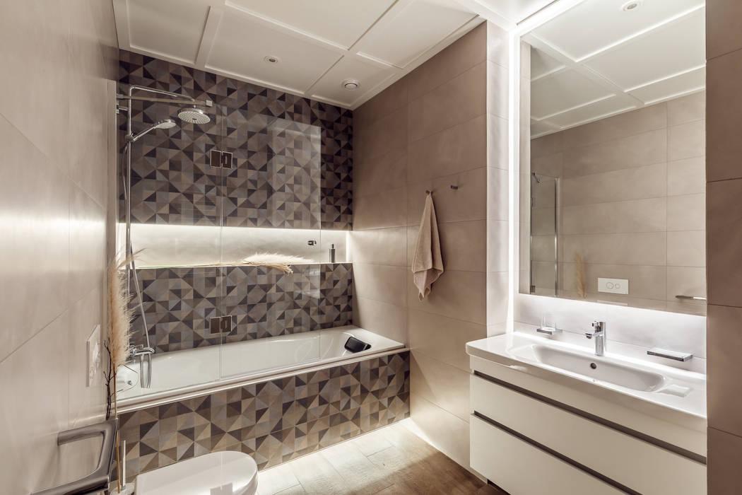 Современные апартаменты у моря: Ванные комнаты в . Автор – Dinastia Designs