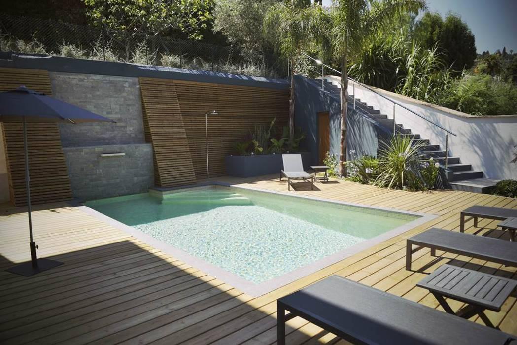 Modern style gardens by ECOSSISTEMAS; Áreas Verdes e Sistemas de Rega. Modern