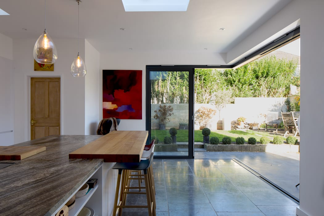 Inside to outside kitchen space:  Kitchen by Hetreed Ross Architects, Minimalist