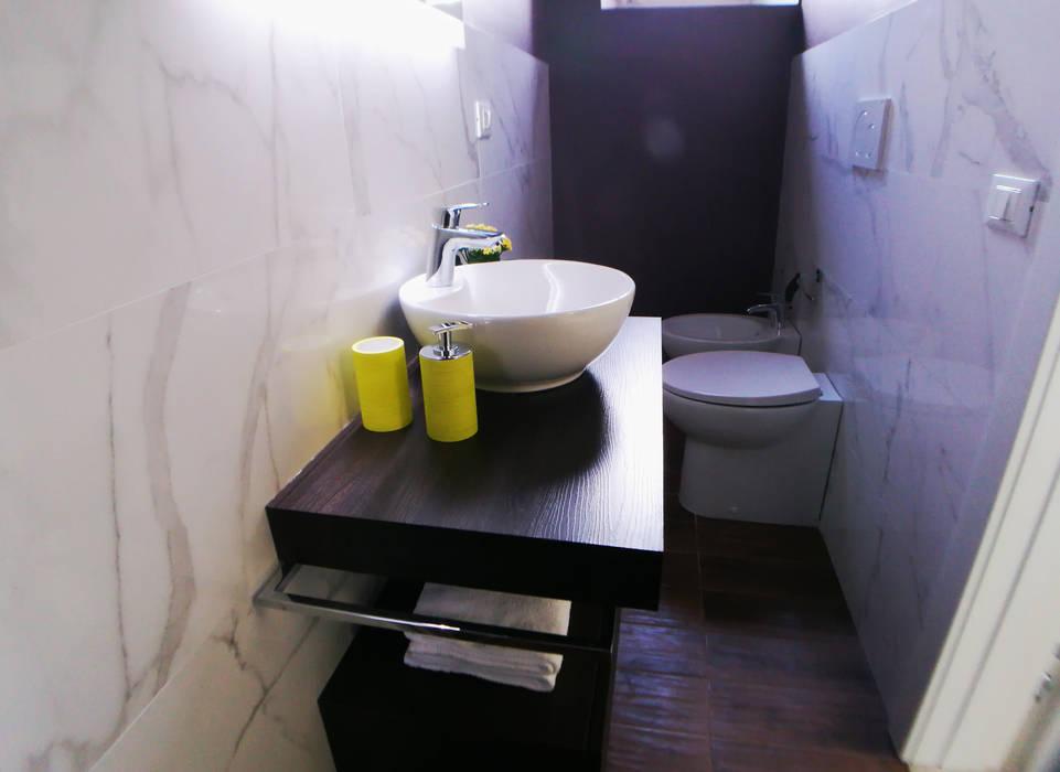 Sette magnifiche Camere con Sette splendidi Bagni: Bagno in stile  di Studio Bennardi - Architettura & Design