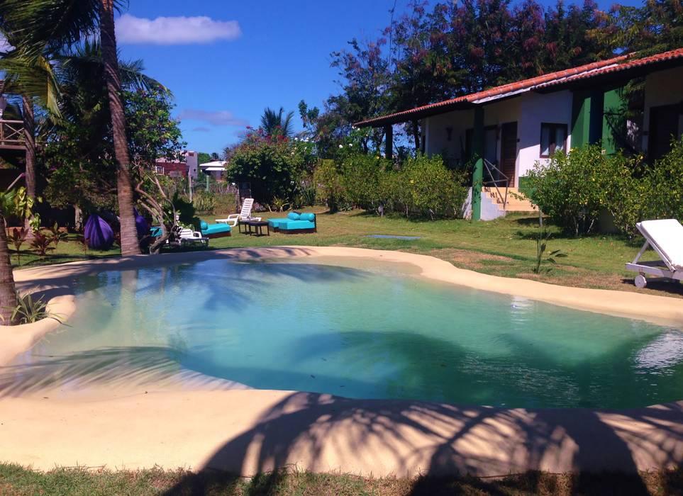 Piscina de Areia no litoral norte de RN: Pavimentos  por Bebig Brasil. Piscinas de Areia,Tropical Arenito