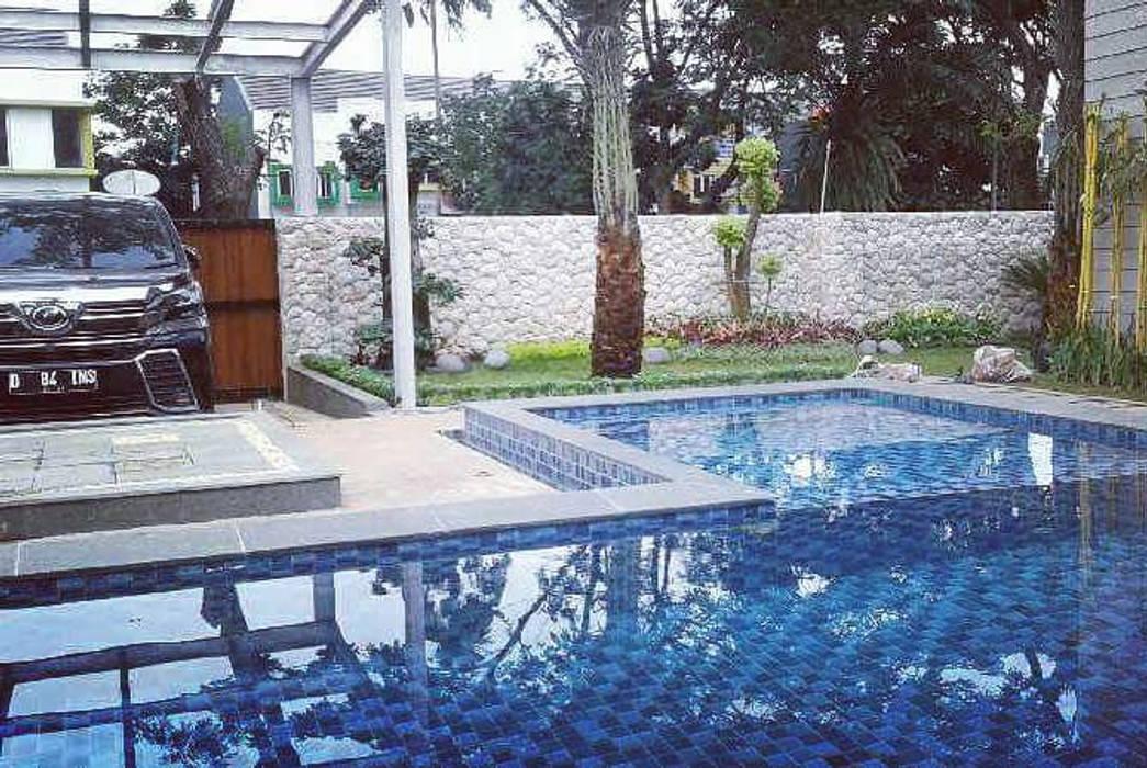 Taman dan kolam renang:  Kolam taman by Tukang Taman Surabaya - Tianggadha-art
