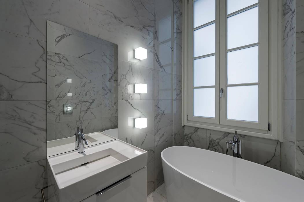 Bathroom: Bagno in stile in stile Moderno di Vemworks llc