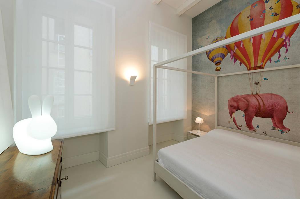 Bedroom: Camera da letto in stile in stile Moderno di Vemworks llc