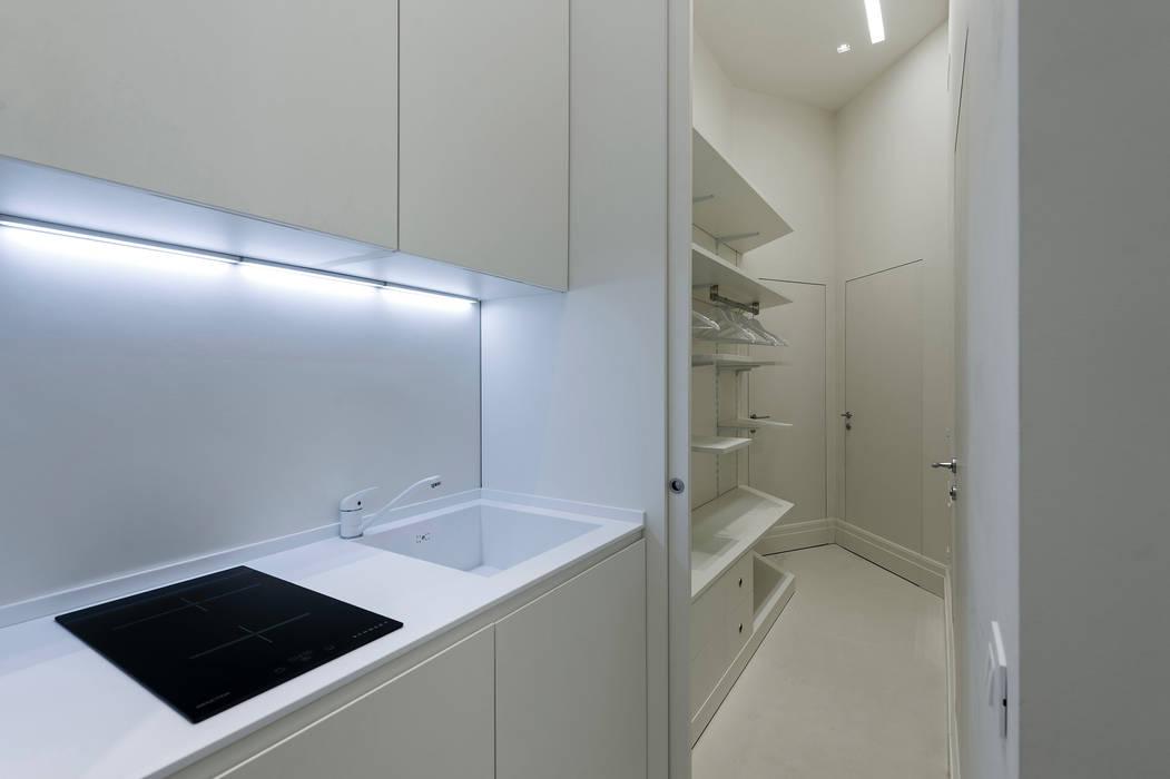 Kitchen: Ingresso & Corridoio in stile  di Vemworks llc
