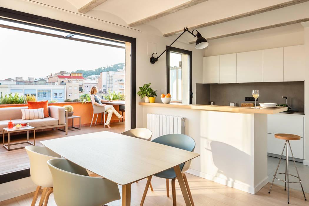 Reforma comedor vivienda: Comedores de estilo escandinavo de Sezam disseny d'Interiors SL