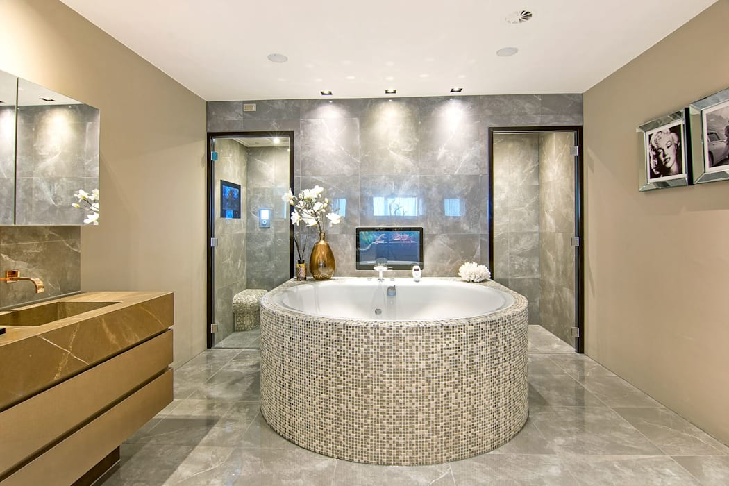 Cleopatra bubbelbad met stoombad aan de achterkant: moderne badkamer ...