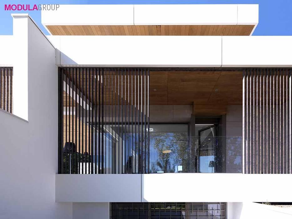 Frangisole: Casa unifamiliare in stile  di Modula Group Srl