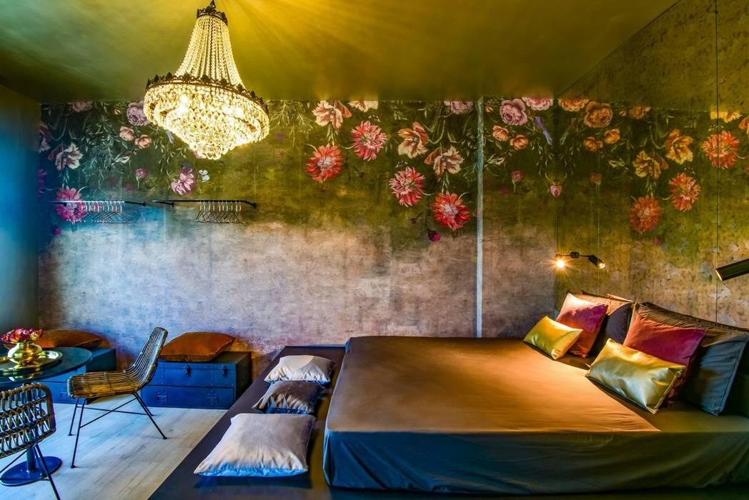 Borgo 48: Camera da letto in stile in stile Eclettico di Arabella Rocca Architettura e Design